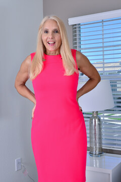 Mature Chery leigh loves to play with her toys when shes home alone