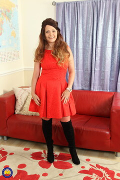Naughty British Gemma Gold loves fooling around