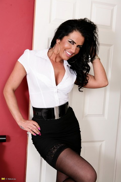 Hot British MILF getting ready to be very naughty