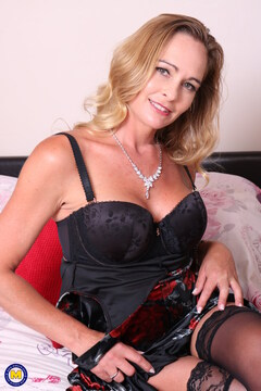 Hot MILF Elegant Eve playing with herself