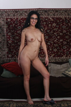 Skinny American housewife playing with her pussy